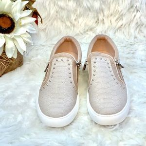 a2c530486f75 Report Shoes - 🌸Report Women s Ammons Slip on Sneakers🌸